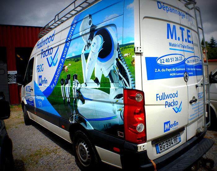 graffi-pub, chateaubriant, véhicule publicitaire, camion, voiture commerciale, adhésif, habillage complet, plaques magnétiques, chateaubriant, 35, 49